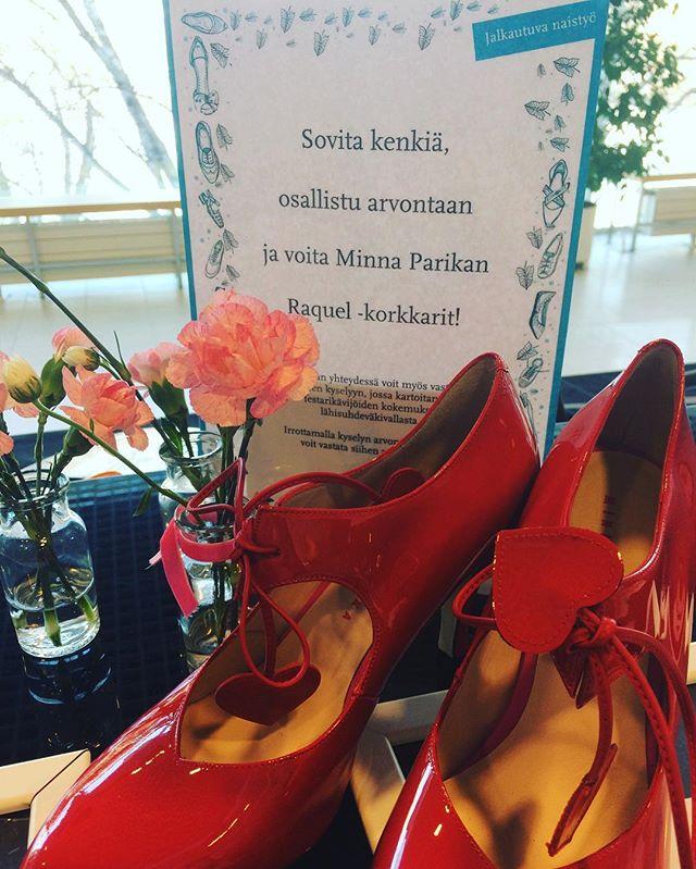 Sovita kenkiä ja voita @minnaparikkashoes korkkarit. #tarinakengät #wowfinland festareilla vielä tänään.