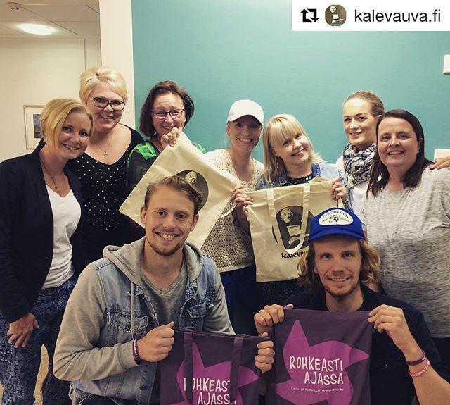 Ihanat @kalevauva.fi pojat kävi kylässä. Saatiin lahjoitus chattien kehittämiseen ja mahtava yhteistyö alulle. Tällä ilolla juhannuksen viettoon! #kalevauva #yhteistyö #lahjoitus #perheidenturvana